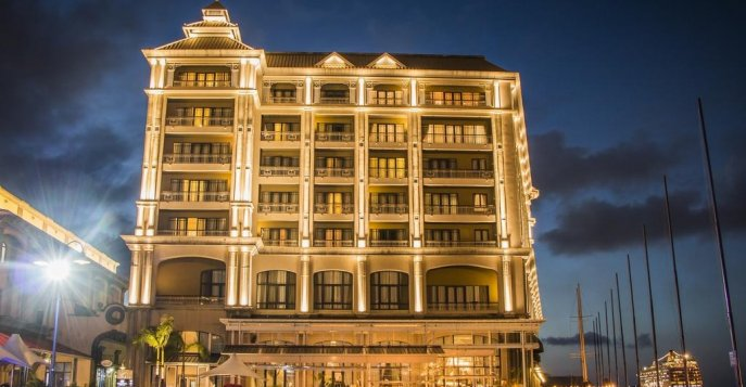 Отель Labourdonnais Waterfront 5*