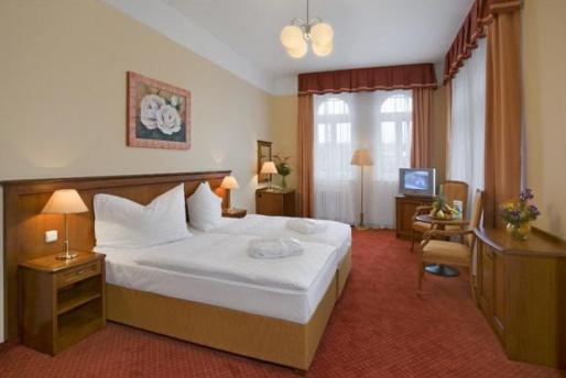 hotel centralni lazne 12862893547945 w514h620 - Прага + лечение в Марианских Лазнях