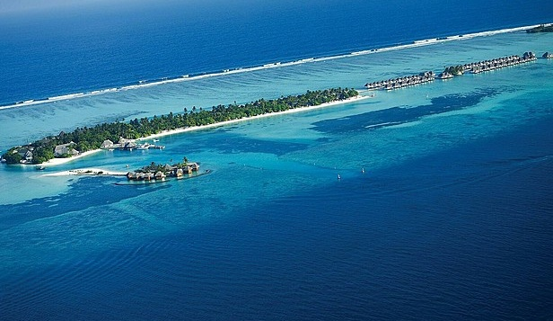 Отель Four Seasons Resort Maldives at Kuda Huraa 5*