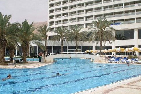 Бассейн отеля Crowne Plaza Hotel Dead Sea 5*